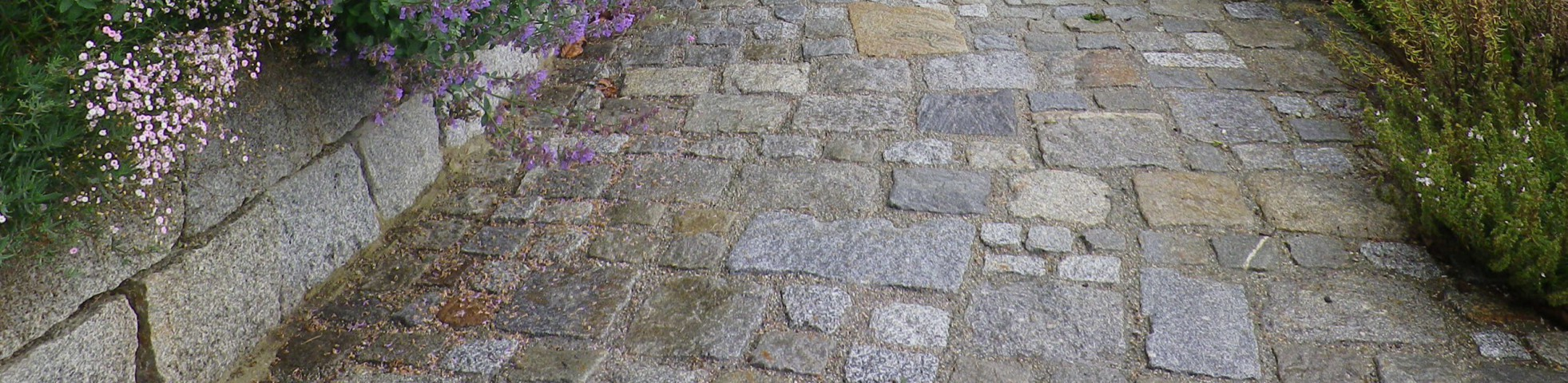 Trockenmauer & Pflaster Granit