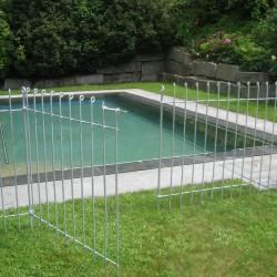 Metall im garten sichtschutz und pflanztr ge aus corten for Pool rund stahl
