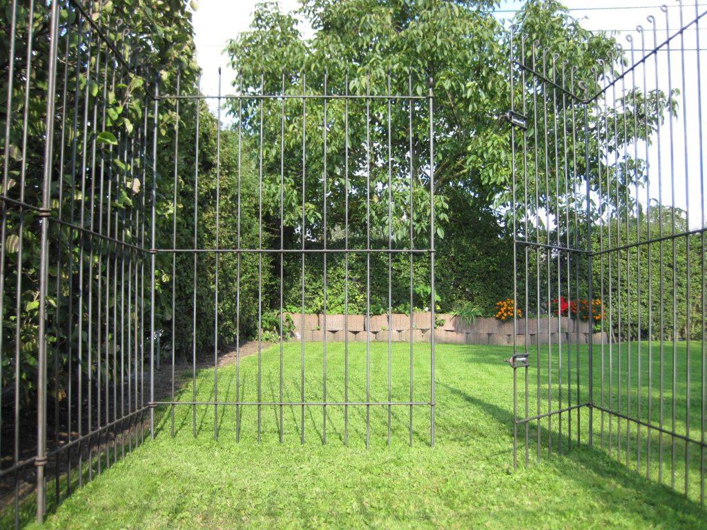 Metall im Garten Sichtschutz und Pflanztröge aus Corten Stahl  ~ 10074011_Gartenteich Zaun Kindersicher