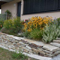 Handverlegte Steinmauer
