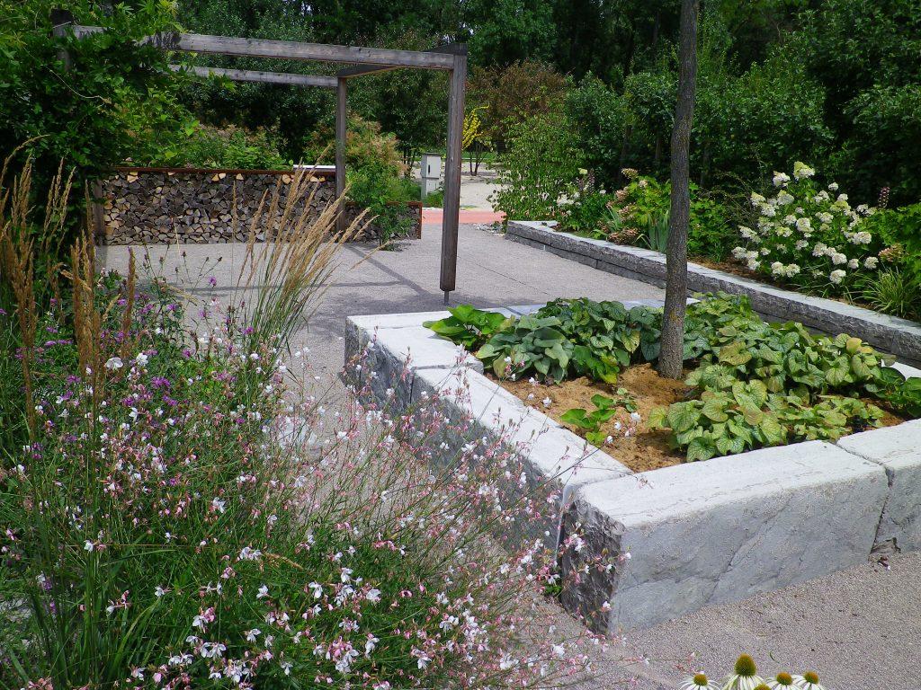 Eolas garten natursteinmauern steintreppen von fam steinbauer - Gartengestaltung mit mauern ...