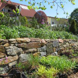 Alte Mauersteine neu gelegt